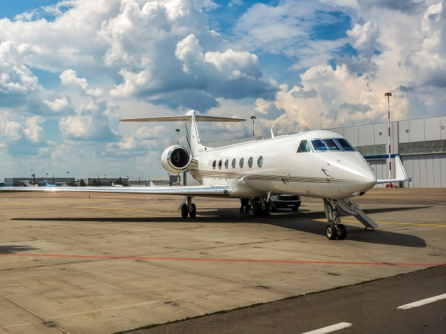 Private Jet Charter Challenger 604